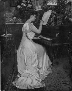 Figure 1b: Juliette Toutain dans <em>Musica</em>, n<sup>o</sup> 9, 1903, p. 141.
