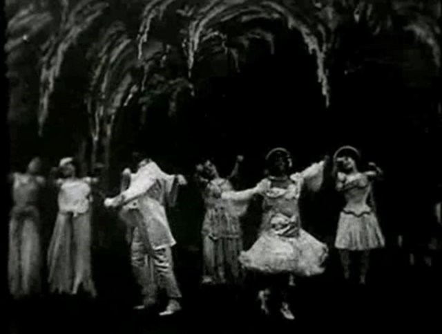 Figure 7: Still from Georges Méliès' film, Le cake-walk infernal, 1903.