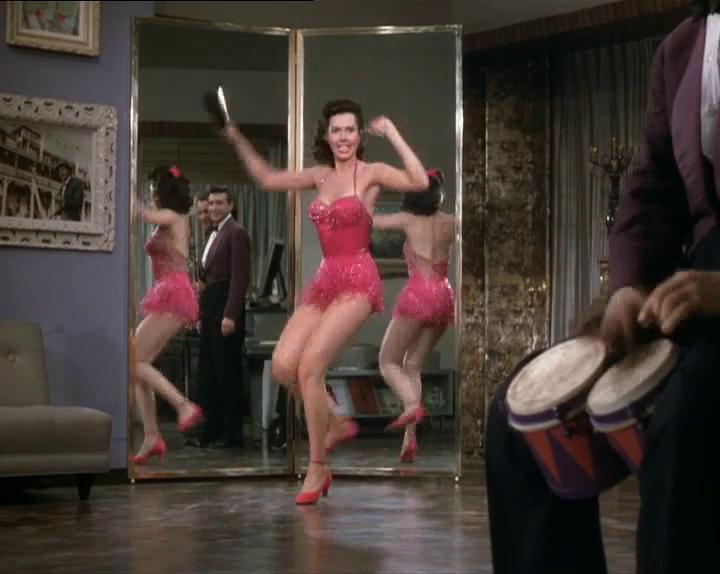 """Figure 4 : Ann Miller et les musiciens dans le numéro """" Too Darn Hot """". Photogramme de <em>Kiss Me, Kate</em> (George Sidney, 1953)."""